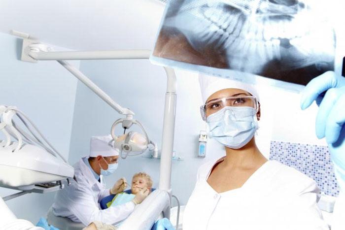Как обустроены современные стоматологические клиники: обзор оборудования и технологий